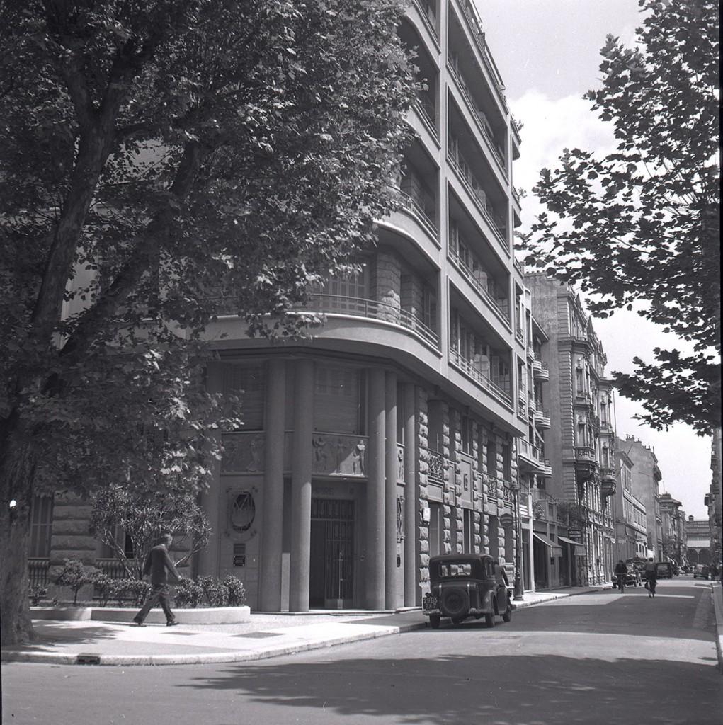 Immeuble l'Empire sur le boulevard Dubouchage, photographie noir et blanc, mai 1949. (Service des Archives Nice Côte d'Azur, fonds du service photographique de la Ville)