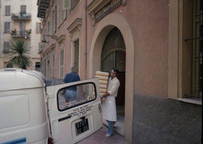 Départ en livraison des repas, rue Jules-Gilly, septembre 1985