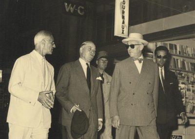 Jean Médecin accueille le maréchal Juin en gare de Nice, 8 août 1957